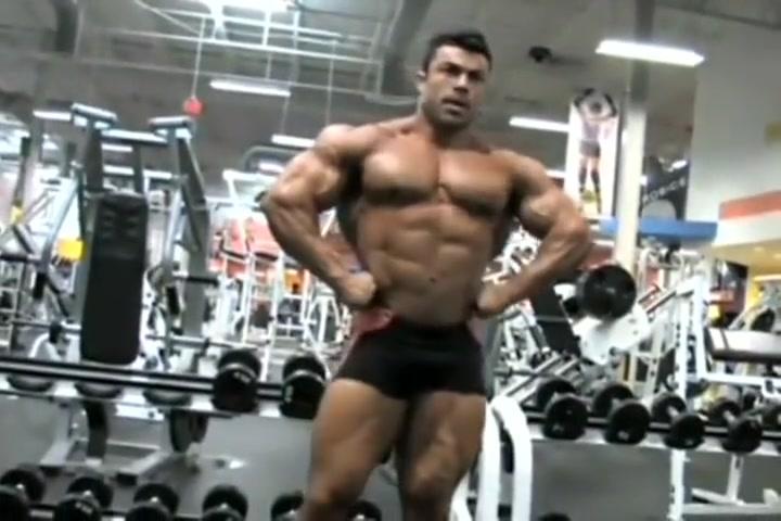 Eduardo Bodybuilder Posing in Gym Voluptuous black nude women