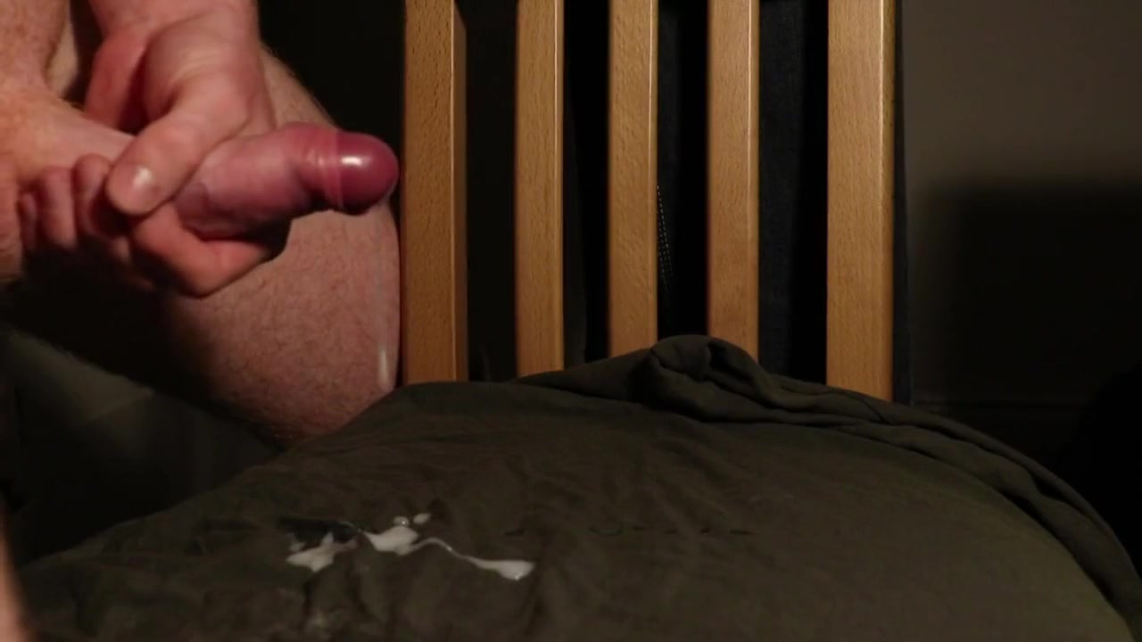 Guy Delivers A Huge Load (No Music) Mary in hottie pleasures herself
