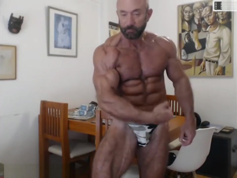 Hot Muscle Daddy! Silver Bodybuilder! Glasses milf nude selfie pics