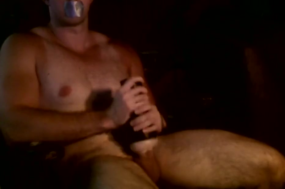 Fit Guy Masturbates 6 inch Dick with Fleshlight Pussy Slaaf zoekt meesteres