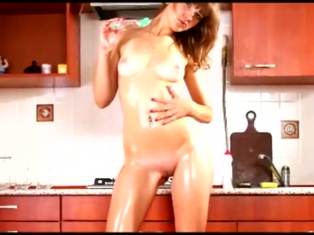 TOTALLY NUDE 10 Hairy Muff Pussy