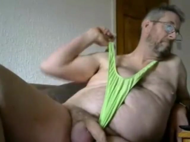 papi in green mankini papi in green mankini Bear piss pics