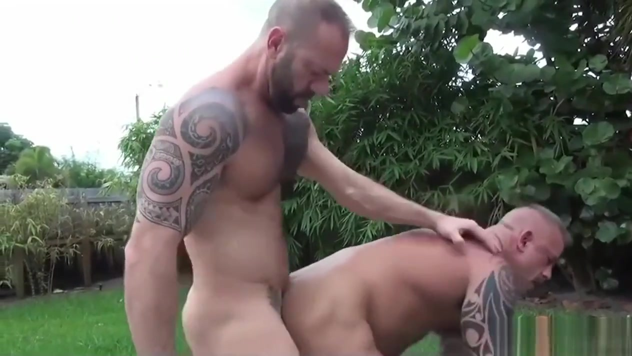 Strong muscular bear sex by the garden pool Nice sm boobs
