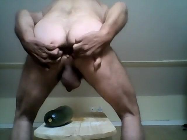 une courgette de 8.5dans le cul Une belle bite dans son cul