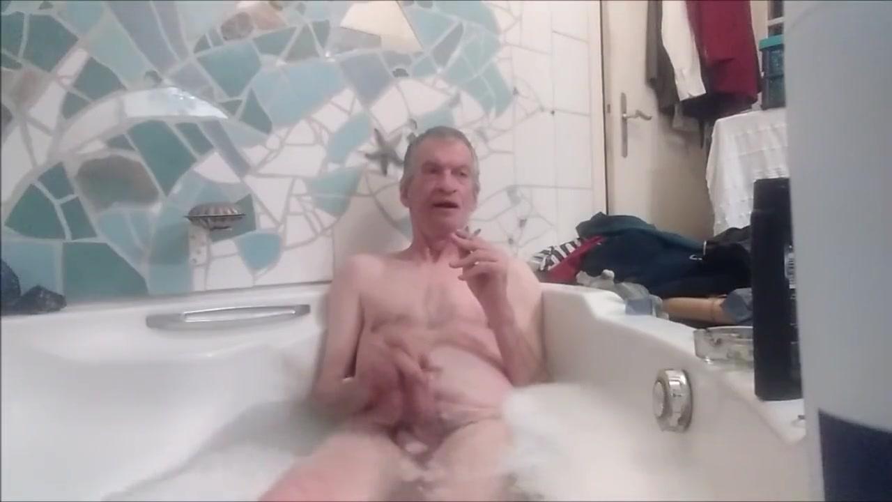 19.11.2018 Cigarette - Shaving Cream - Shampoo .- Masturbation Skinny Black Porn Tube