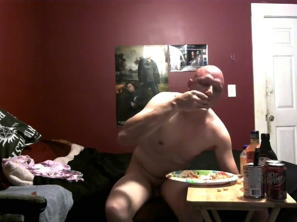 piggy feeding 8/20/18 Naked light skin hoe