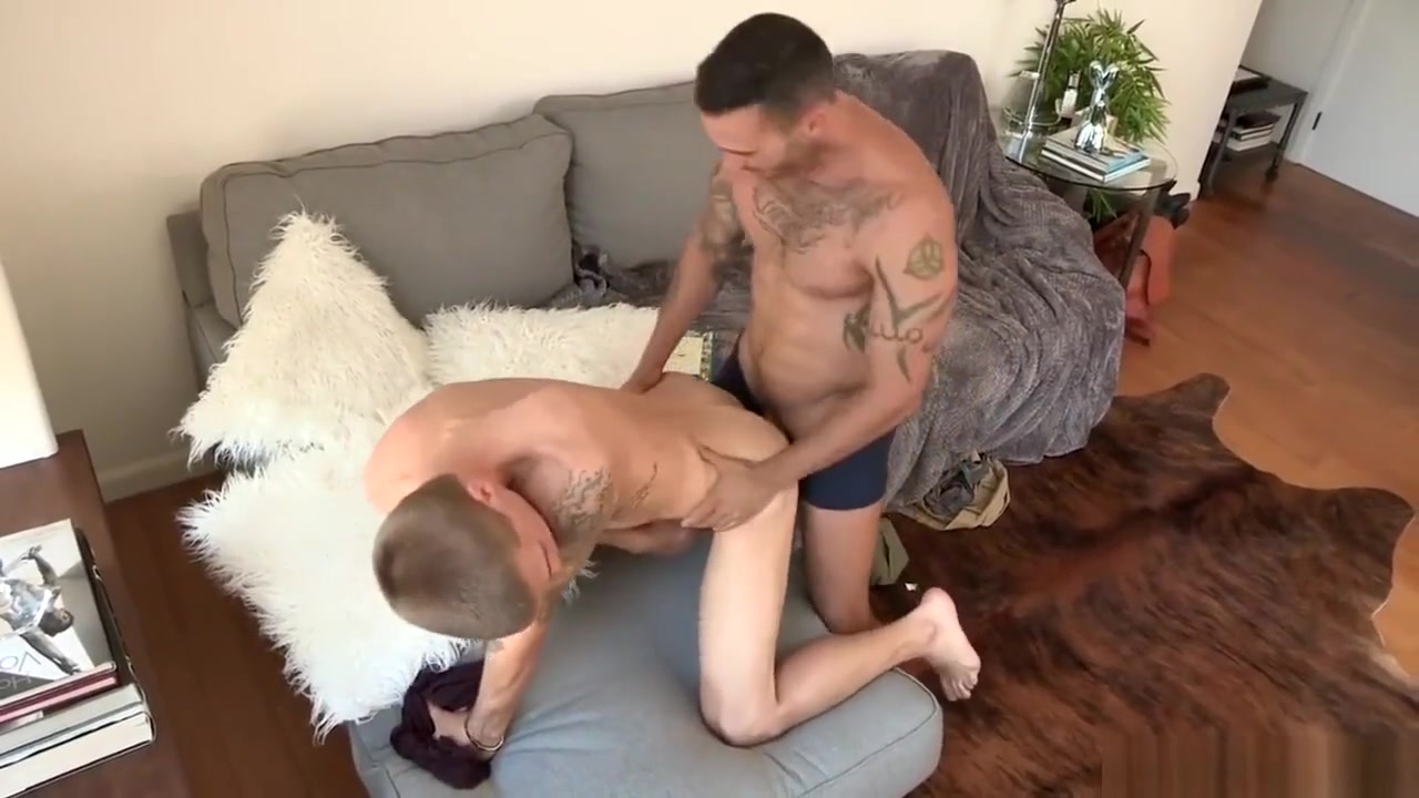 Tattooed brunette deliciously fucked in the ass of a slender blonde big cock jacking off