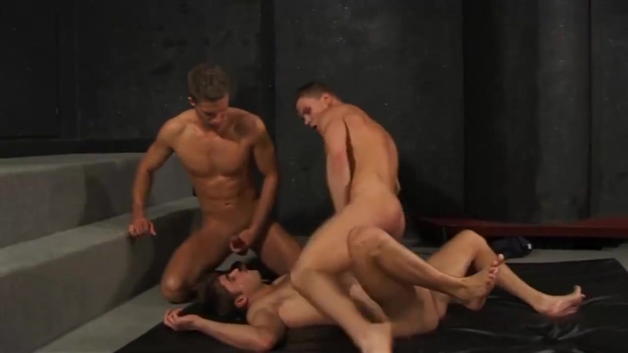 Bains Douches (2006) irina oliver and threesome porn