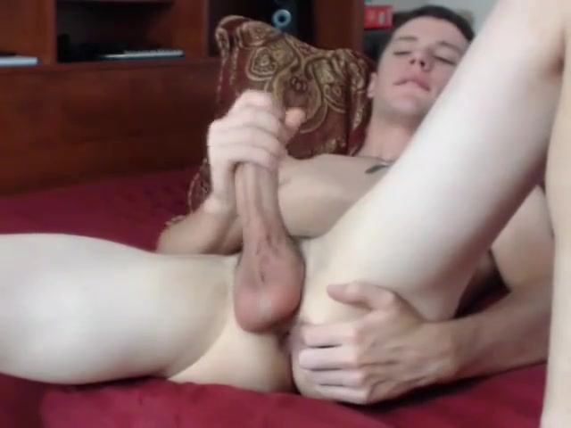 Buddy Hottie America handles a monster black cock