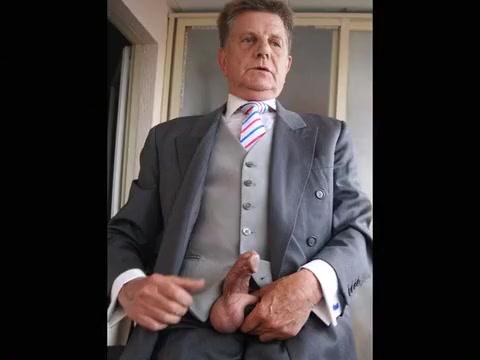 BRANLE EN COSTUME CRAVATE GILET(316) Mazedonien Porn