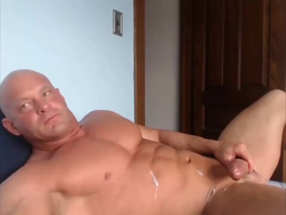 Cumshot on muscular bodybuilder live on Cruisingcams com Woman Slowly Undressing