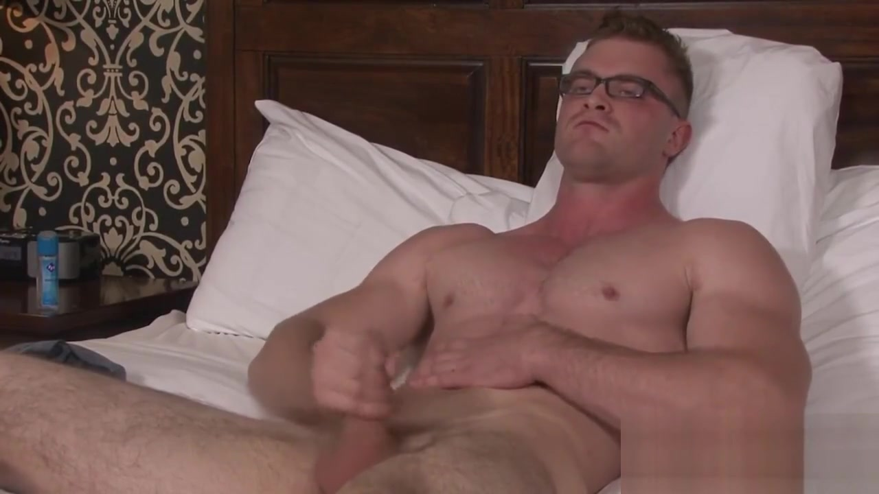 Blonde Army Hunk Beats his Meat Lesbost time video