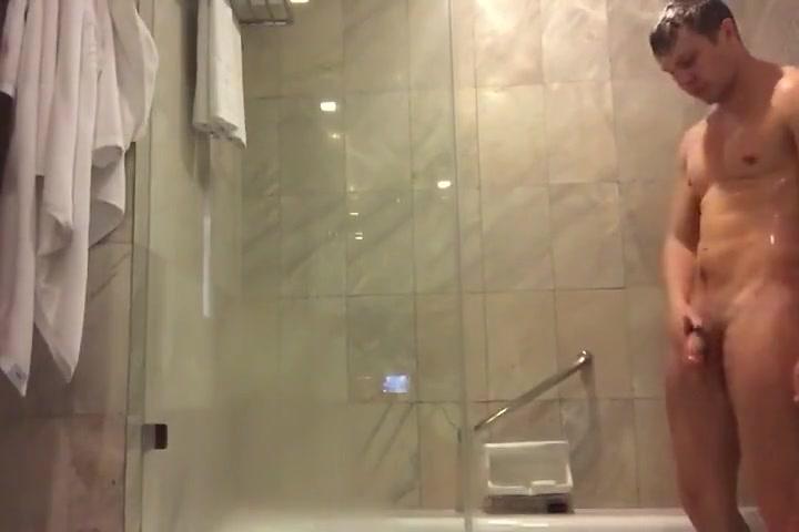 Hot Aussie in Shower Bukkake shit dumps