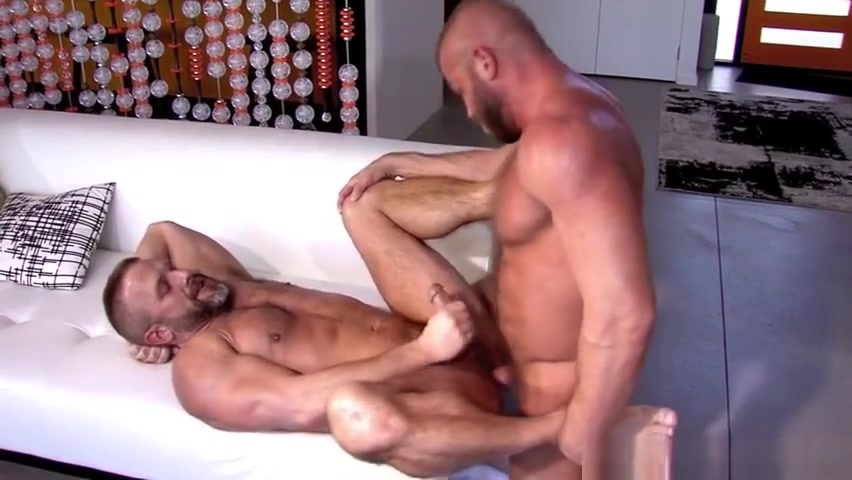 Buff dude showered cum Girls strip and show everything