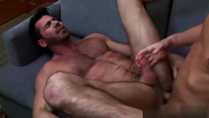 Ian climbs up on top of his boyfriend sucks Wolfs long dick Xxx Gratistube