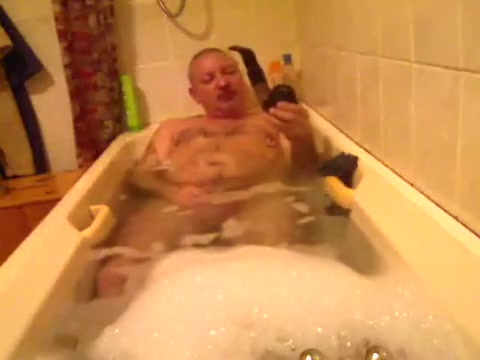 Bath, Smoke and Pump College guy nude selfies