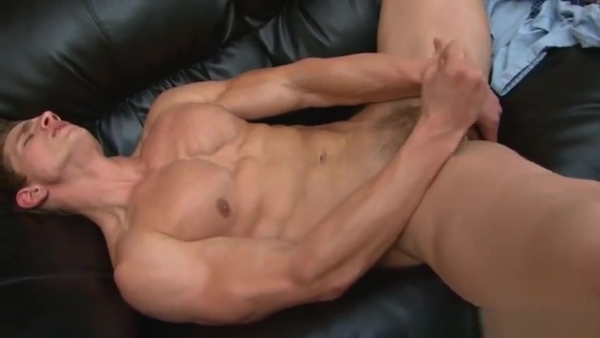 Solo muscle hunk toying his ass with dildo Bpsex Mp4 Porn