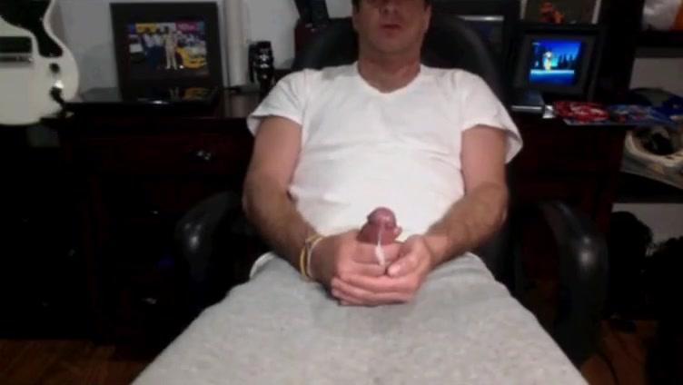 Guy cum on cam in a fix porn