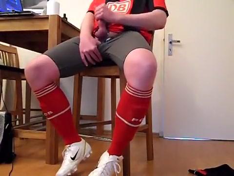 Wanking in soccer kit Wet lesbian threesome in the shower FULL