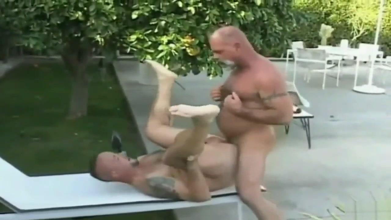 PIG FUCK Lesbian anal foot fisting
