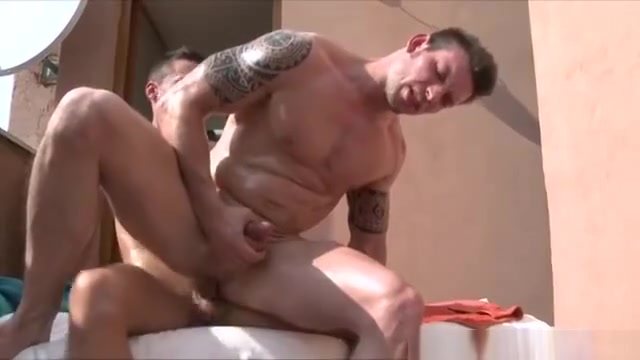 Flaming straighty cums on gay Woman naked with wet vagina