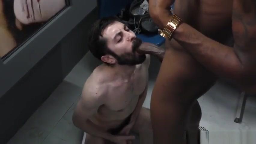 White guy rides black rod Free Black Nude Clip