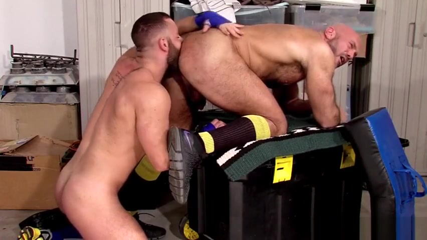 Muscled dude blows dong son getting mom pregnant porn captions
