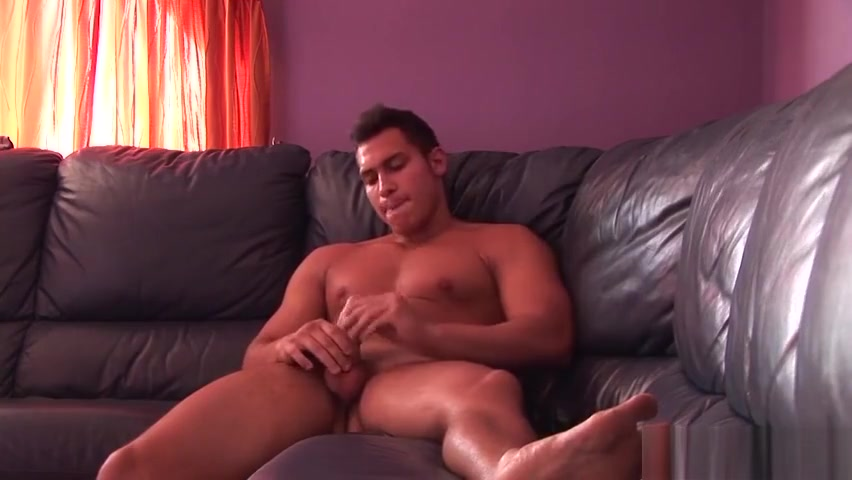 Nasty jock Kiki flexes his muscles and plays with his prick gay cum in pants