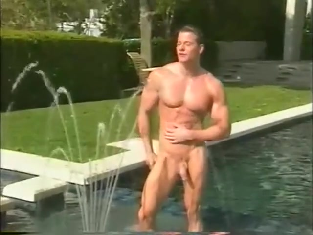[GVC 496] Muscly dude jerking off outdoor Sex Cu Blonde