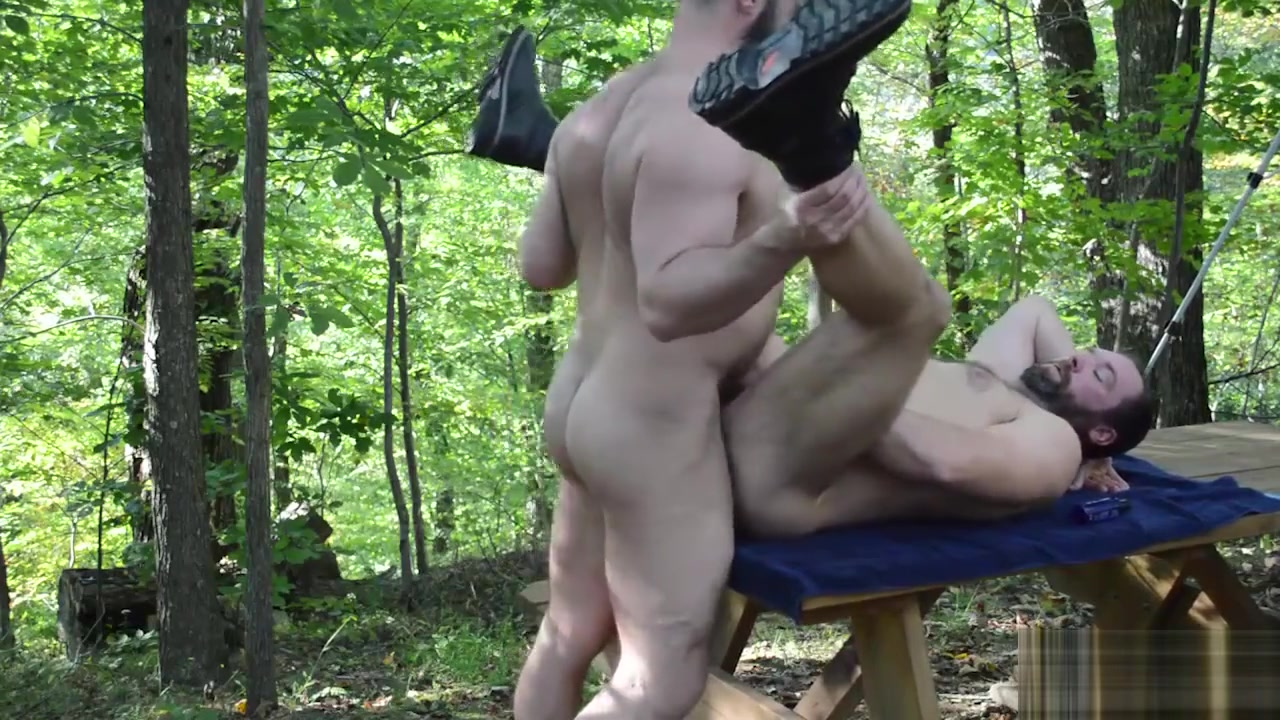 Big Bears Outdoor Bareback Fuck Does ziva and tony ever hook up
