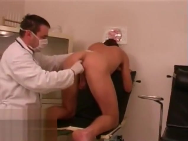 Policeman medical exam Sentando e gozando