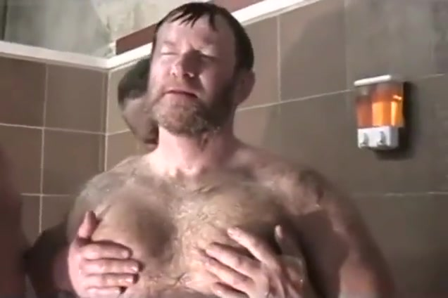 bear daddy goes to gym shower madonna sex livre photo