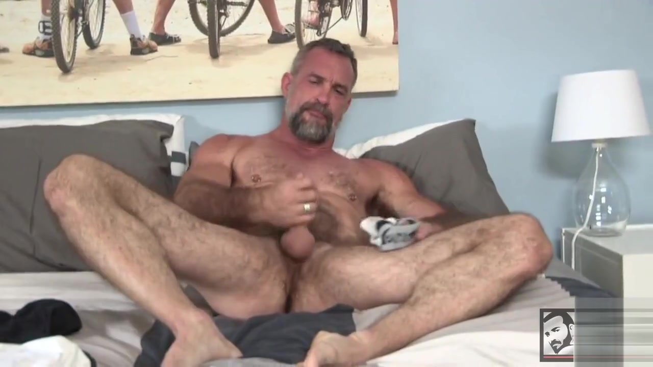 one of the sexiest gays i have ever seen Facial for this hot milf