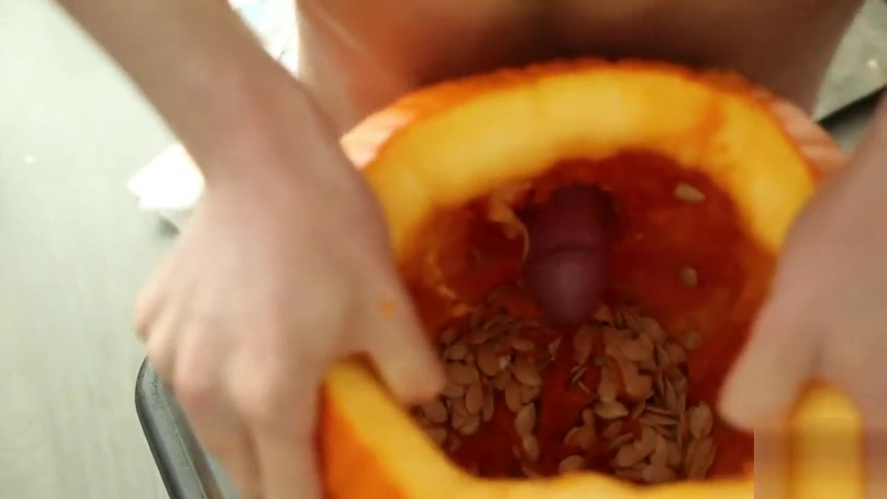 Daniel James Fucks Pumpkin With His Thick Cock and Cums Girls cums while getting fucked