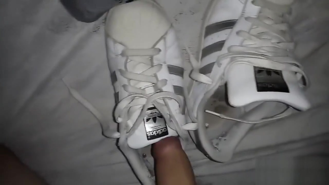 GF Adidas Superstar - She take off, I fuck them Sexe entre filles