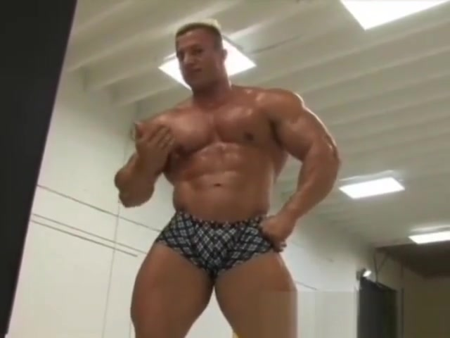 muscle Pec Bouncing fat chick riding cock