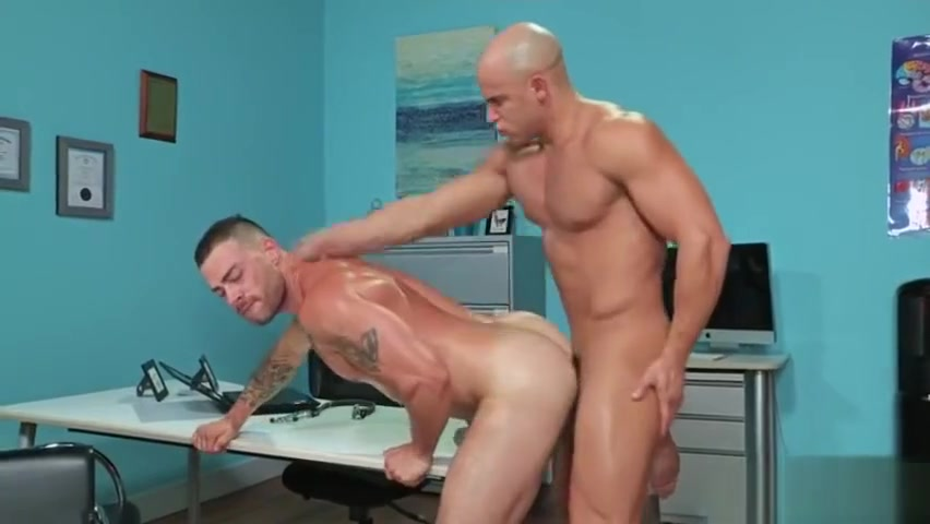 Muscle gay flip flop with anal cumshot Fast keyboard typing