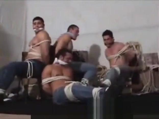 Os modelos brasileiros amarrados e amordacados Big Boob And Ass Lesbians