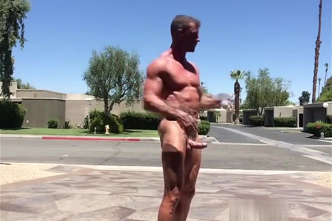 Naked Muscleman on the Street Ts pussy hunters