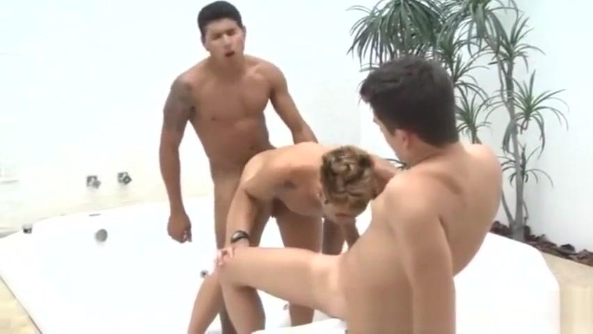 Pietro, Rodrigo y Ruan; ausencia de pareja, para eso los amigos Foto nude beach