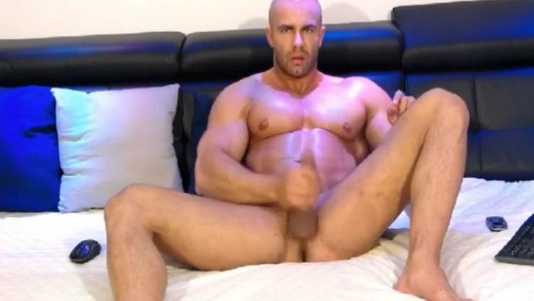 Tom Jones bodybuilder webcam stroke cum keeps stroking Pornpics con