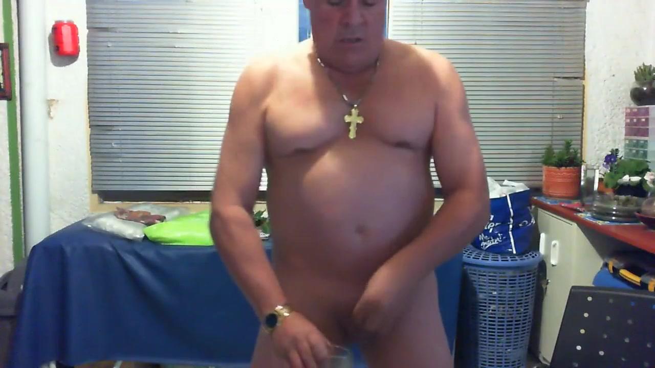 ME BEBO MI SEMEN.... Hairy naked lick penis and anal