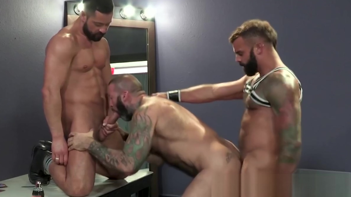 Muscular daddies threesome fucking and rimming each other Watch oral sex nude