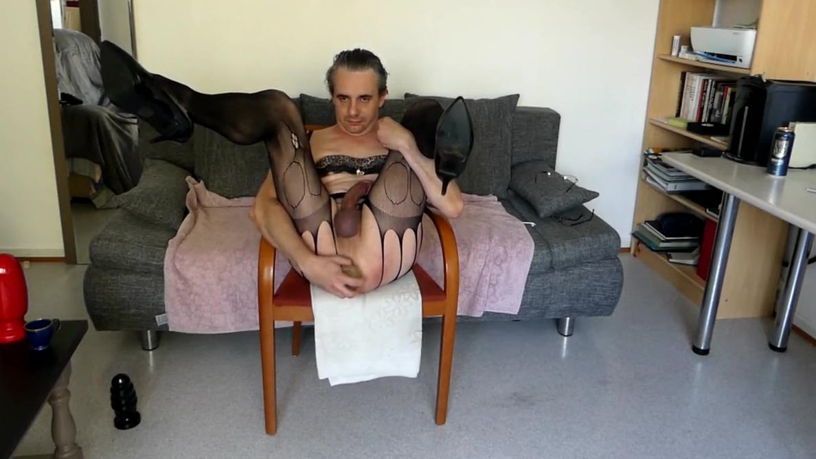 handjob and playing with my ass Sex Escort in Hurdiyo