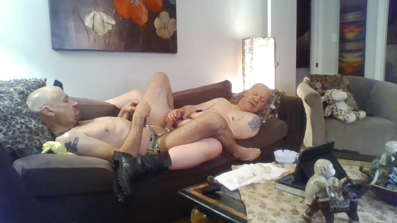 Rob n Brad PNP playing on couch Nude girls in oblivion