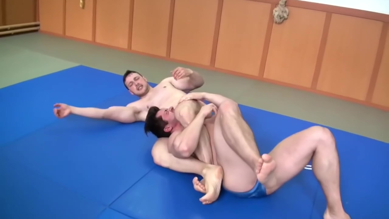 Headscissors and Body Scissors Big nasty mistress with large boobs