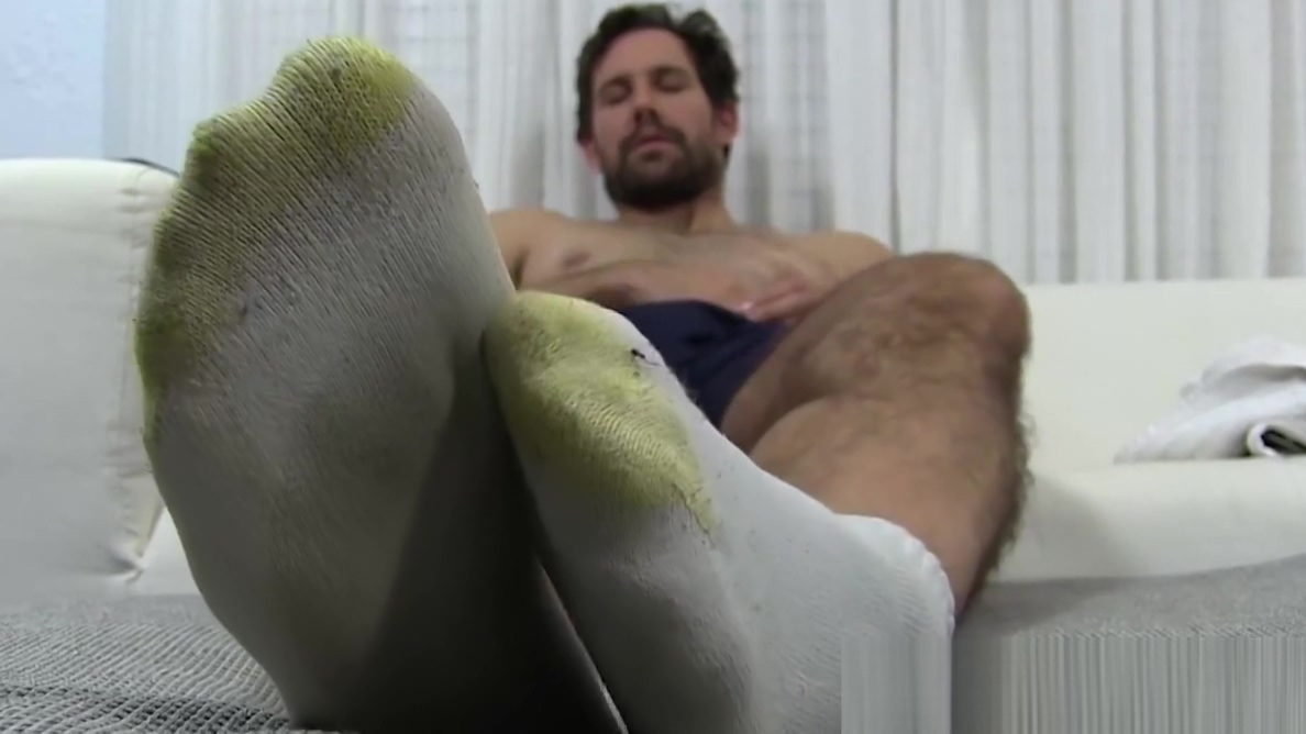 Solo hunk is amazed by the look of his sexy suckable feet Annette 69 snapchat