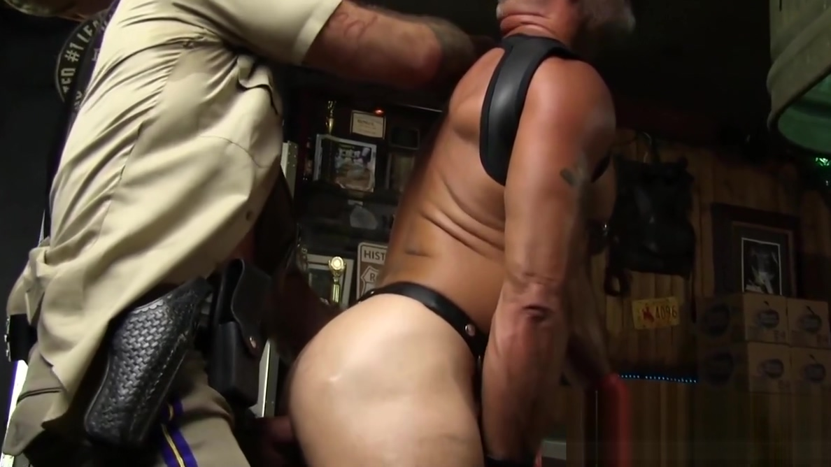 Big dicked hunks have breeding piss party with cumshot Enormous tits blowjob