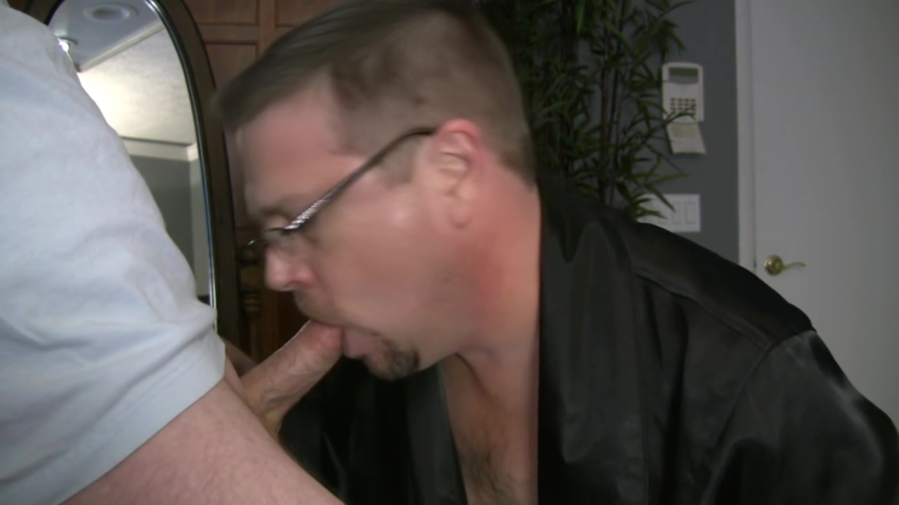 ROB BROWN: SPURTIN & SQUIRTIN CLIP C3-CUMSHOT Free porn showers guy voyeur