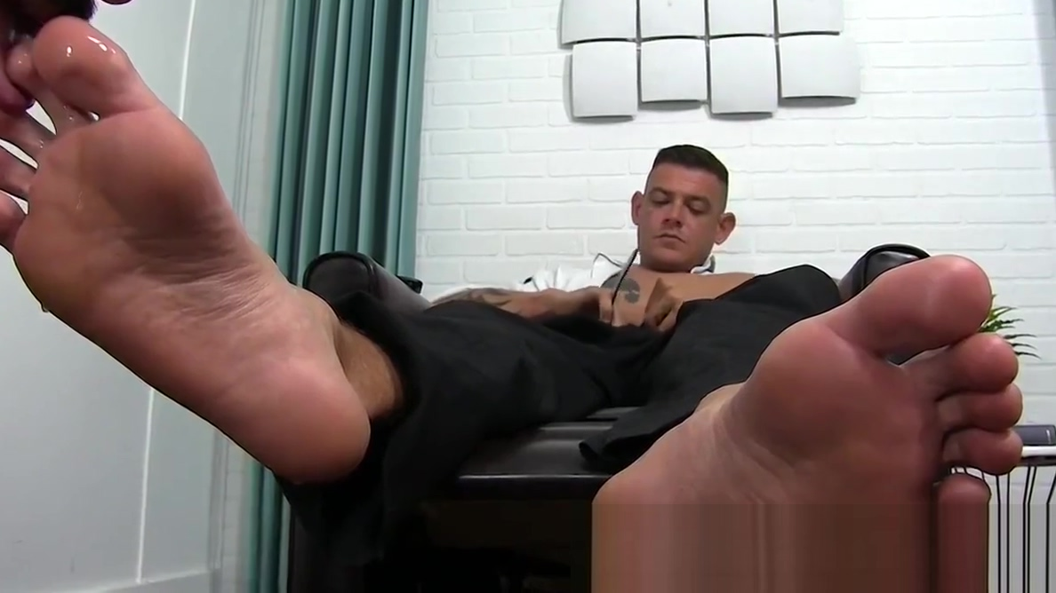 Debaucherous young hunky stallion has his feet worshipped Is having sex on the first date still bad